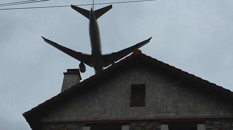 survol des maisons d'Orly par les avions